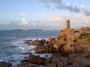 Côte de Granit Rose - Le phare de Min Ruz face aux 7 iles