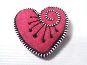 broche-valentin-broche-en-laine-petit-coeu-12812041-p1010261-2d68c-3e3dc_570x0