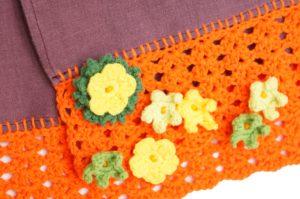 Détails d'écharpe tissu lin et bordure crochet