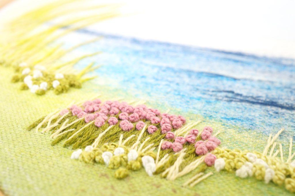 Broderie de fleurs couvrantes