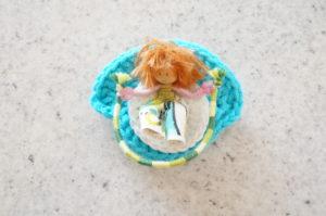 Barrette figurine 7 cm - Petit personnage sautant à la corde