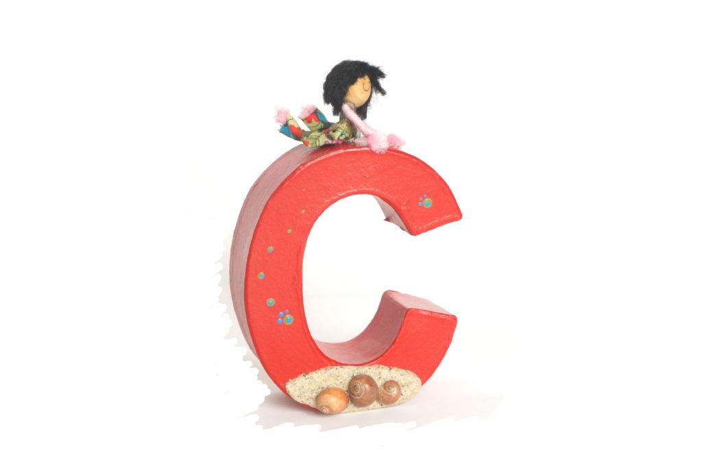 Lettre décorative rouge C