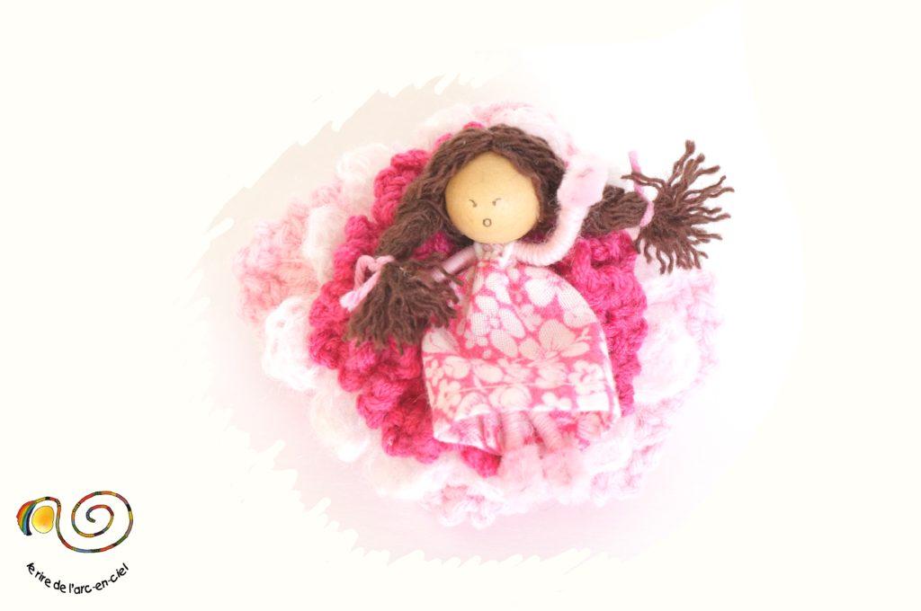 Barrette poupée miniature