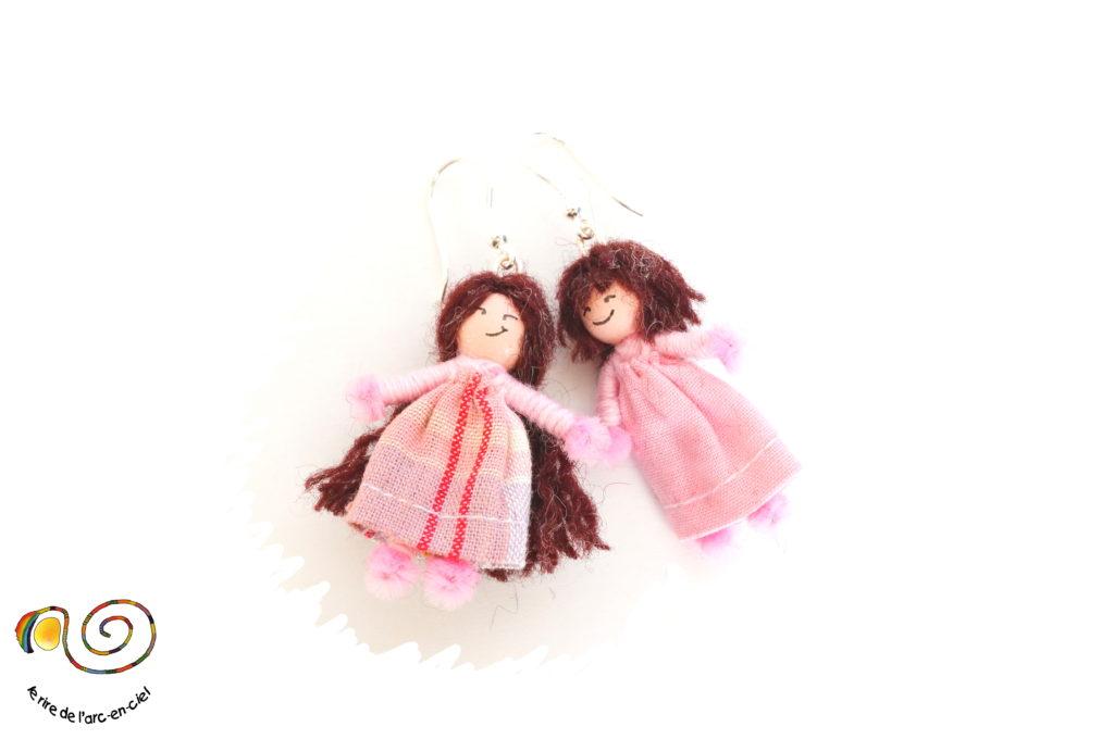 Boucles d'oreilles poupées miniatures