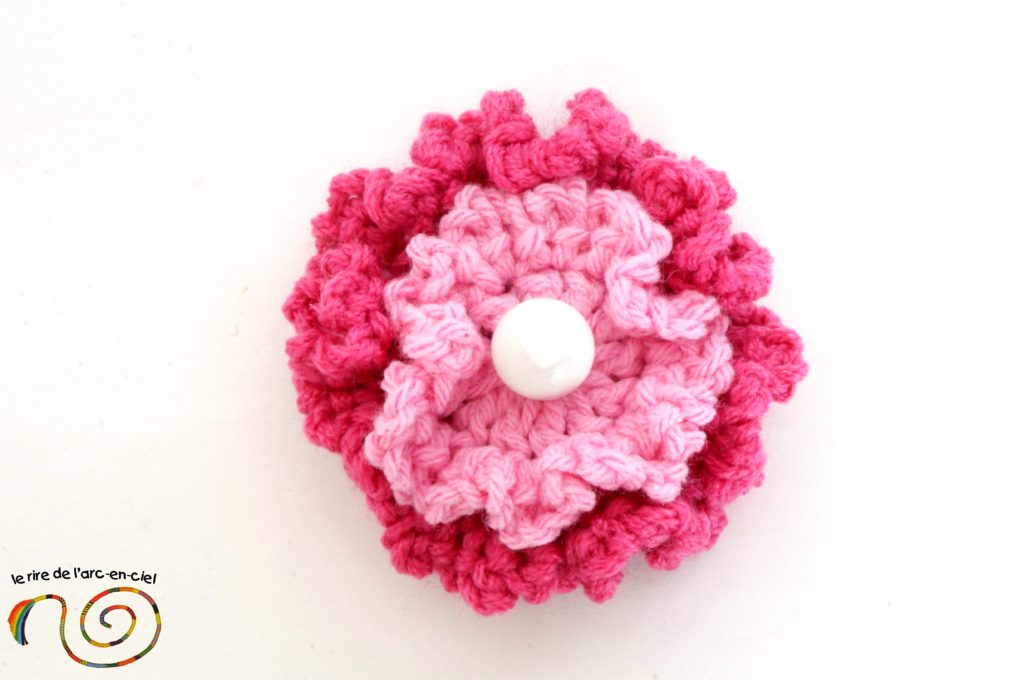 Broche fleur rose au crochet