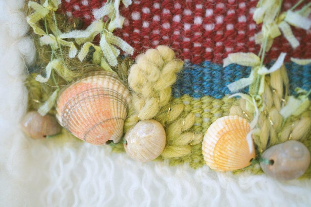 Algues et coquillges sur tissage