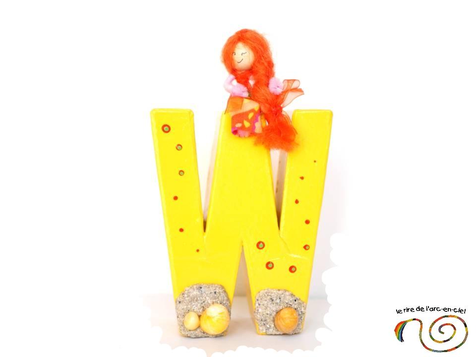 Lettre décorative W jaune